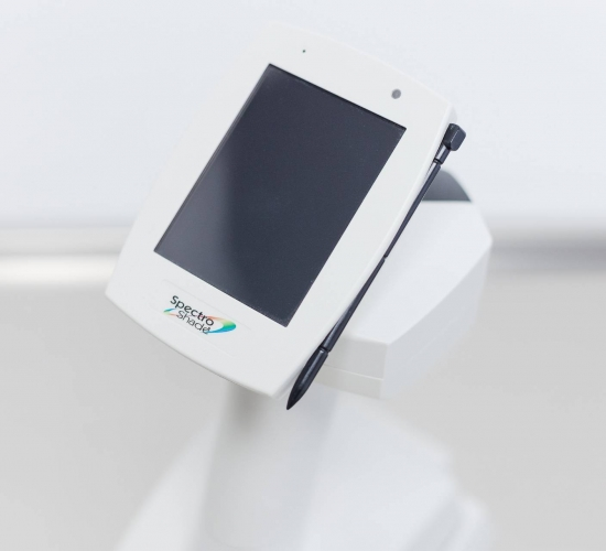 Lo spettrofotometro misura il colore dei denti